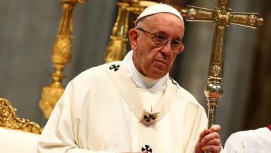 Photo of El papa Francisco reprendió a los niños que usan el móvil mientras comen con la familia