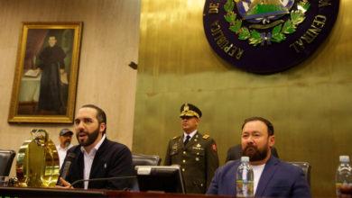 Photo of Hace un año Nayib Bukele ejerció dos de los tres poderes del Estado