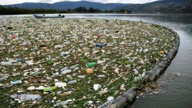 Photo of Toneladas de basura inundan lago Amatitlán en Guatemala