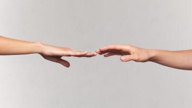 """Photo of Conseguir un """"amigo sexual"""", masturbarse y otros consejos sobre sexo de distintos países en época de coronavirus"""