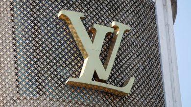 Photo of Louis Vuitton, la marca emblema de la alta moda, recupera tesoros del arte moderno en una exposición que deslumbra a París
